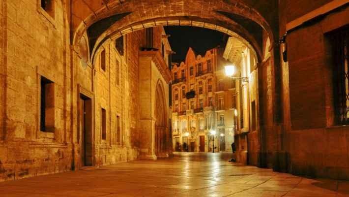 santiago-de-compostela-meigas-free-walking-tour-1