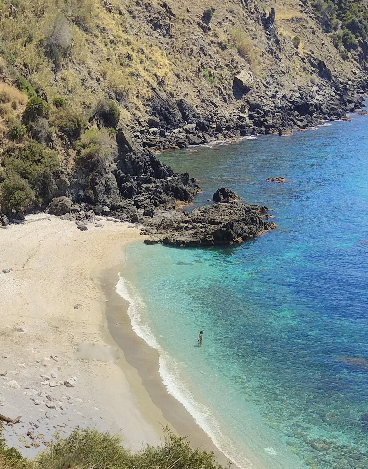 Tropical hike, paradisiacal beach and snorkeling