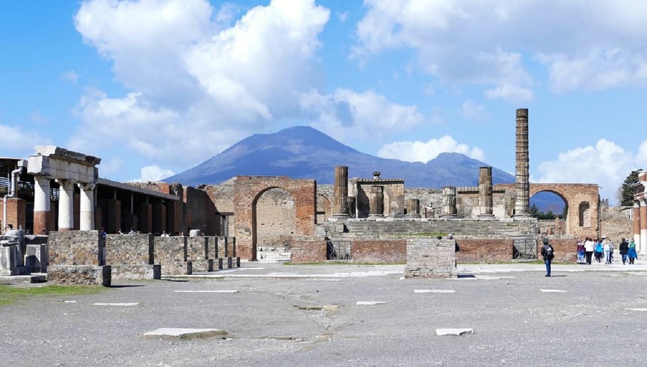 Excursión a Pompeya + Vesubio