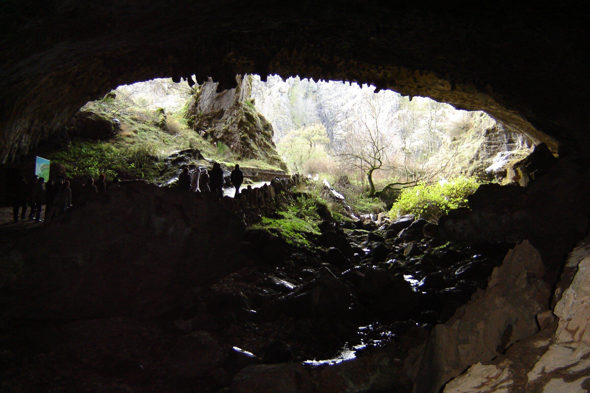 Excursion-to-Valporquero-Cave-3