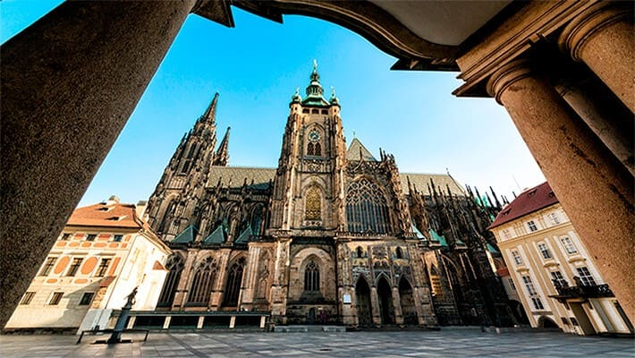 prague-free-walking-tour-1