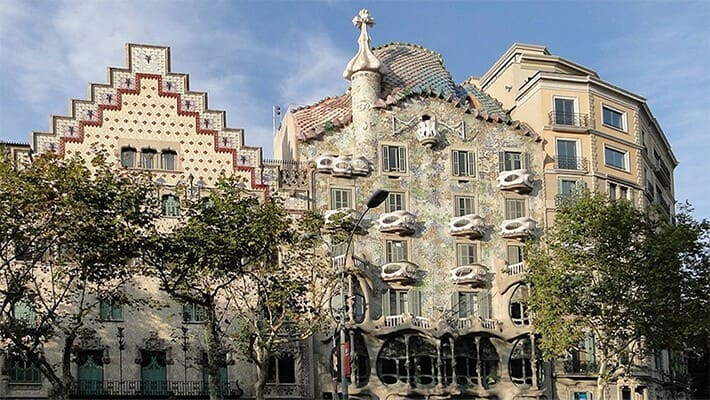 barcelona-gaudi-and-modernism-free-walking-tour-2