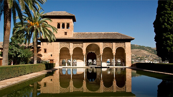 alhambra-of-granada-nasrid-palaces-generalife-tour-1