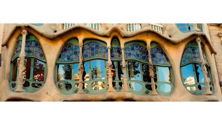barcelona-gaudi-and-modernism-free-walking-tour