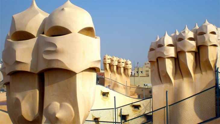 barcelona-gaudi-and-modernism-free-walking-tour-3