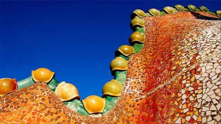 barcelona-gaudi-and-modernism-free-walking-tour-4