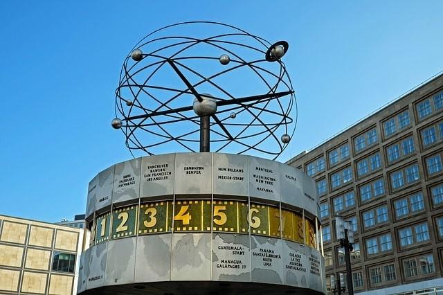 que ver en berlin reloj mundial.jpg