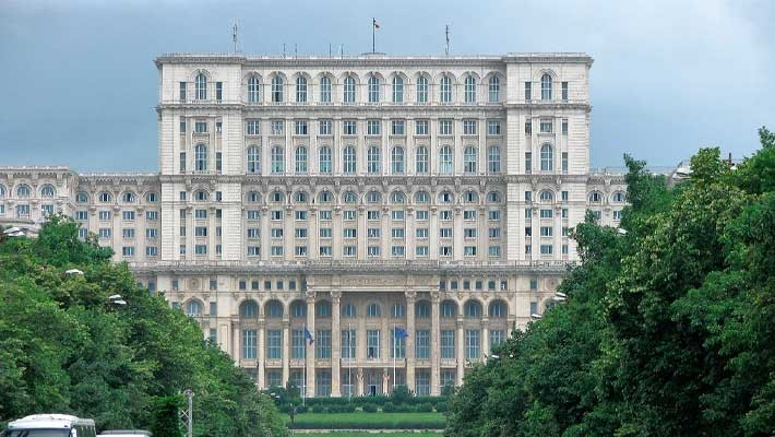 kings-and-dictators-bucharest-free-walking-tour-1