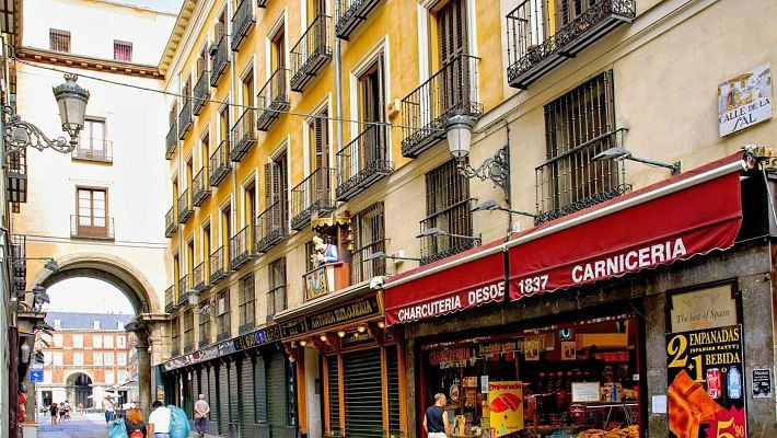 hundred-year-old-shops-in-madrid-free-walking-tour-3