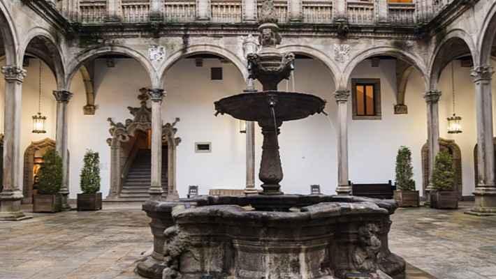 hostal-de-los-reyes-catolicos-tour-1