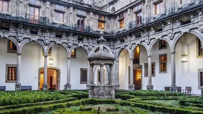 hostal-de-los-reyes-catolicos-tour-2