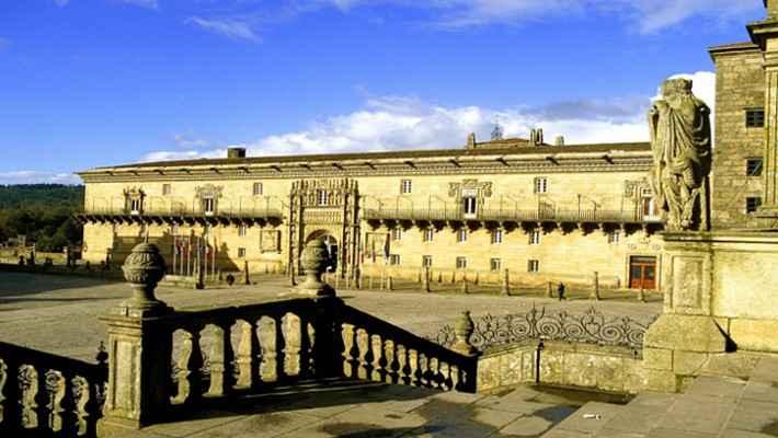 hostal-de-los-reyes-catolicos-tour-3