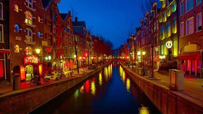 amsterdam-red-light-district-tour-heineken-experience-1