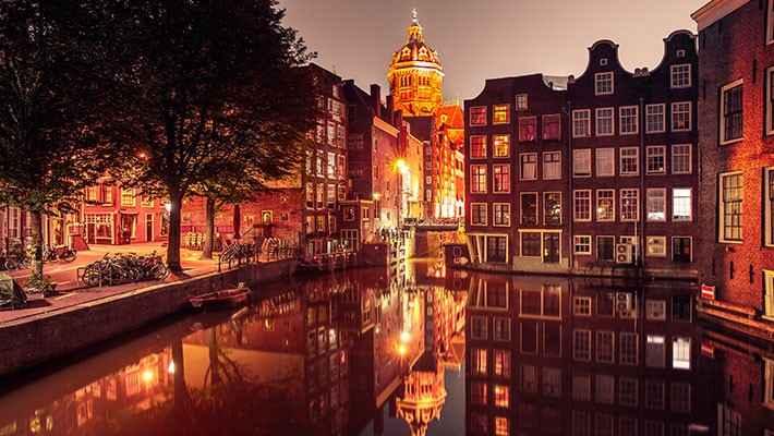 amsterdam-red-light-district-tour-heineken-experience-6