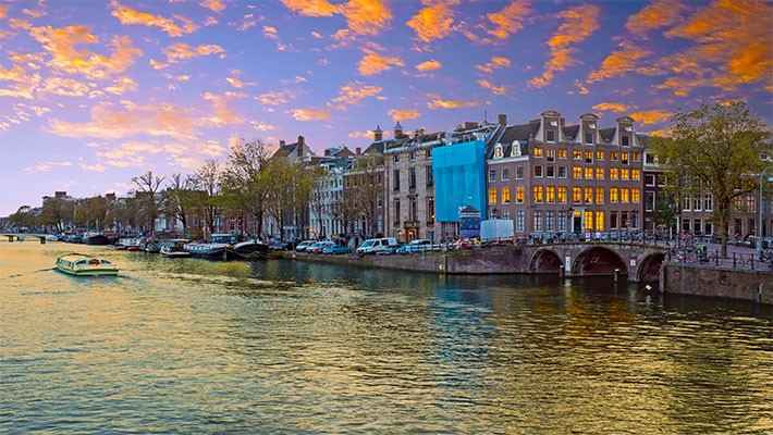 amsterdam-red-light-district-tour-and-boat-trip-3