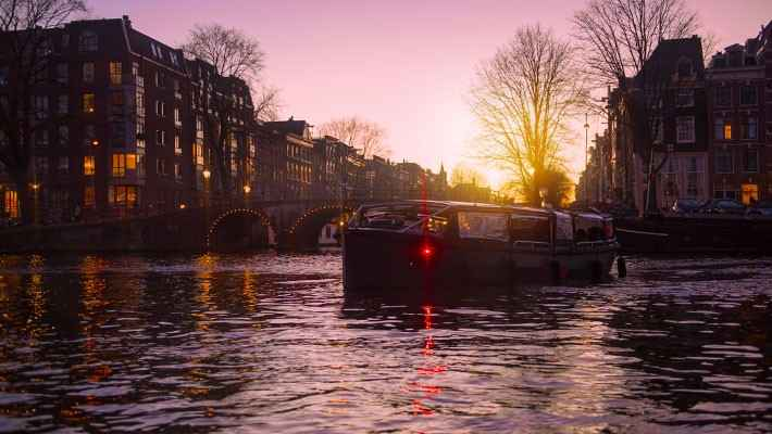 amsterdam-red-light-district-tour-and-boat-trip-4