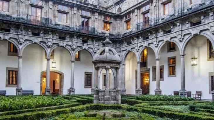 tour-hostal-de-los-reyes-catolicos-2