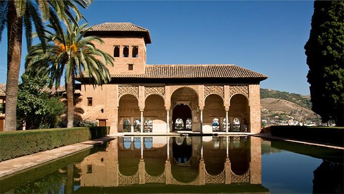alhambra-of-granada-nasrid-palaces-generalife-tour-1