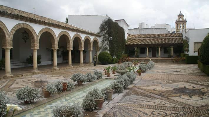tour-palacio-de-viana-4