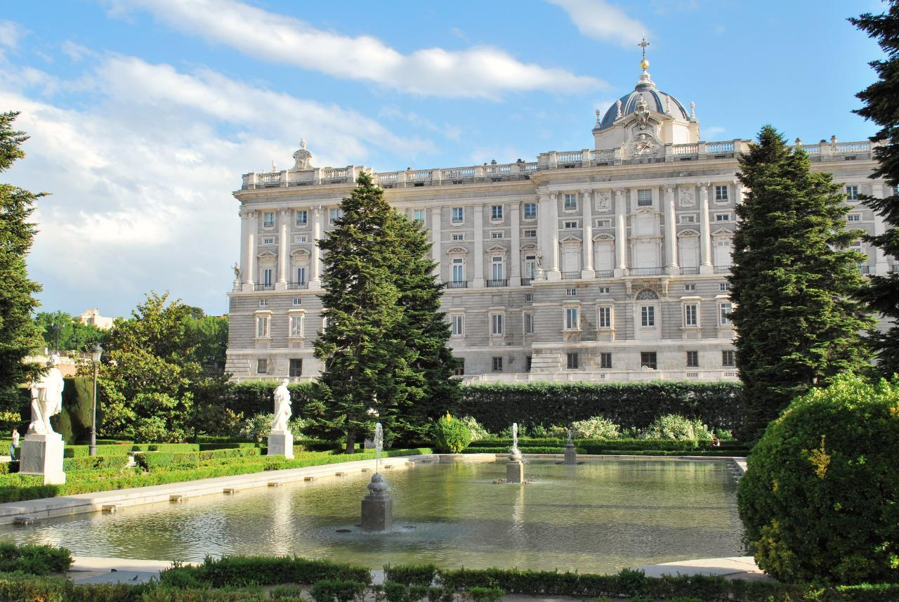 Tour-of-the-Royal-Palace-of-Madrid-without-queue-1