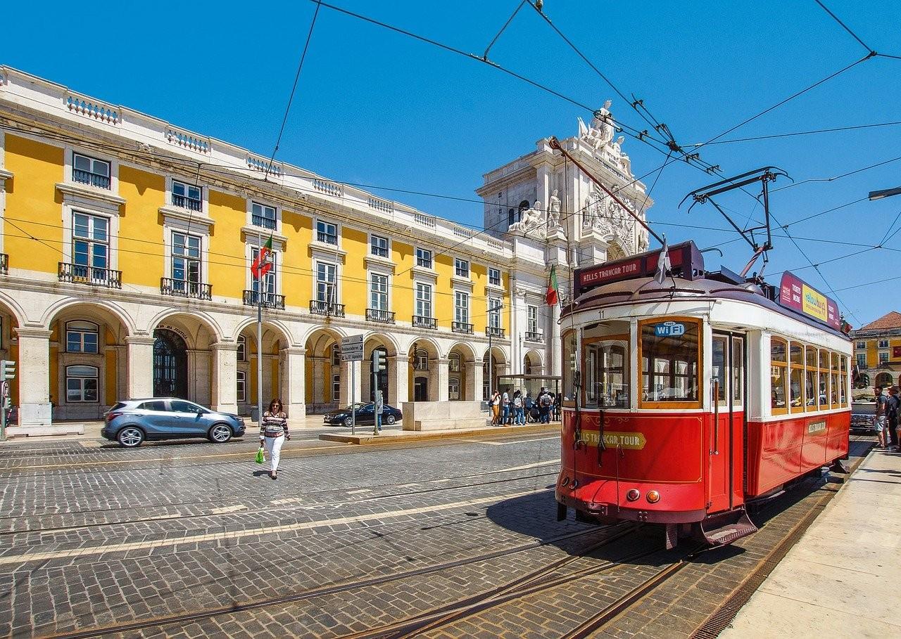 tram-4379656_1280.jpg