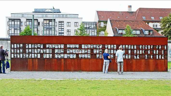 berlin-wall-and-cold-war-free-walking-tour-2