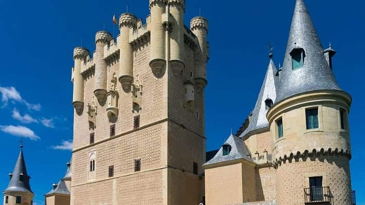the-alcazar-of-segovia-tour-with-tickets-1