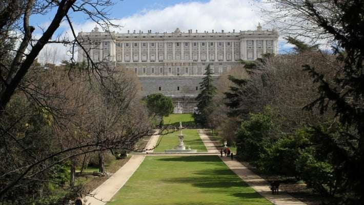royal-palace-madrid-guided-tour-5