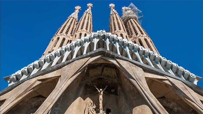 barcelona-gaudi-and-modernism-free-walking-tour-1