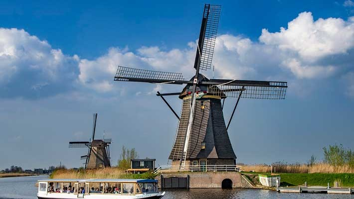 excursion-to-the-mills-of-zaanse-schans-at-sunset-1