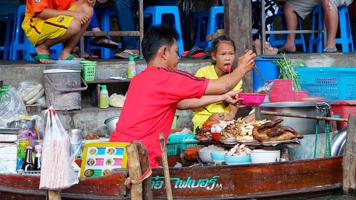 mercado-flotante-mercado-via-tren-bangkok-tailandia-3
