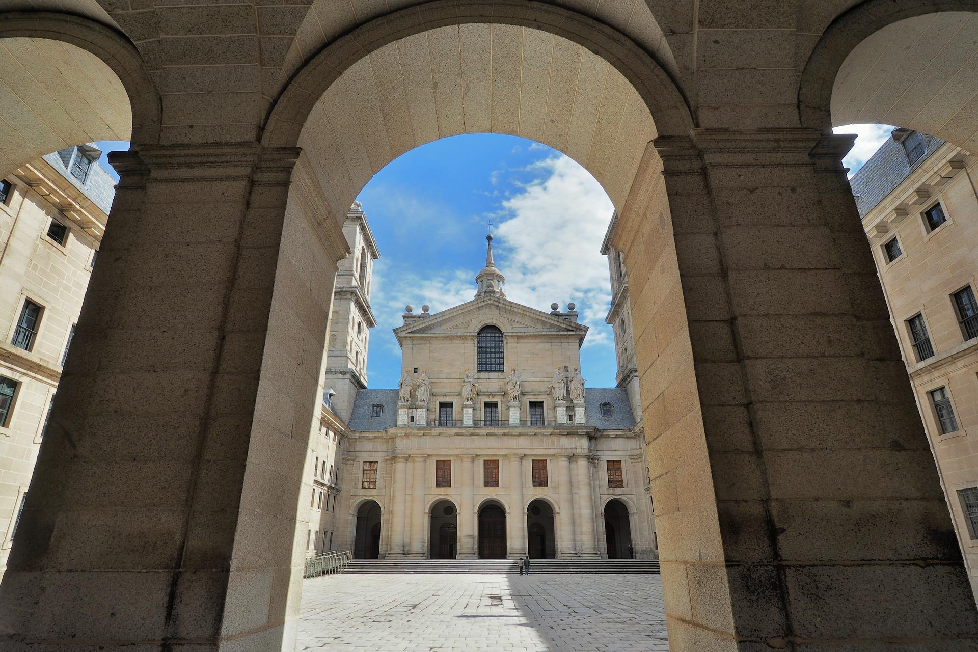 Tour-Monastery-of-El-Escorial-1