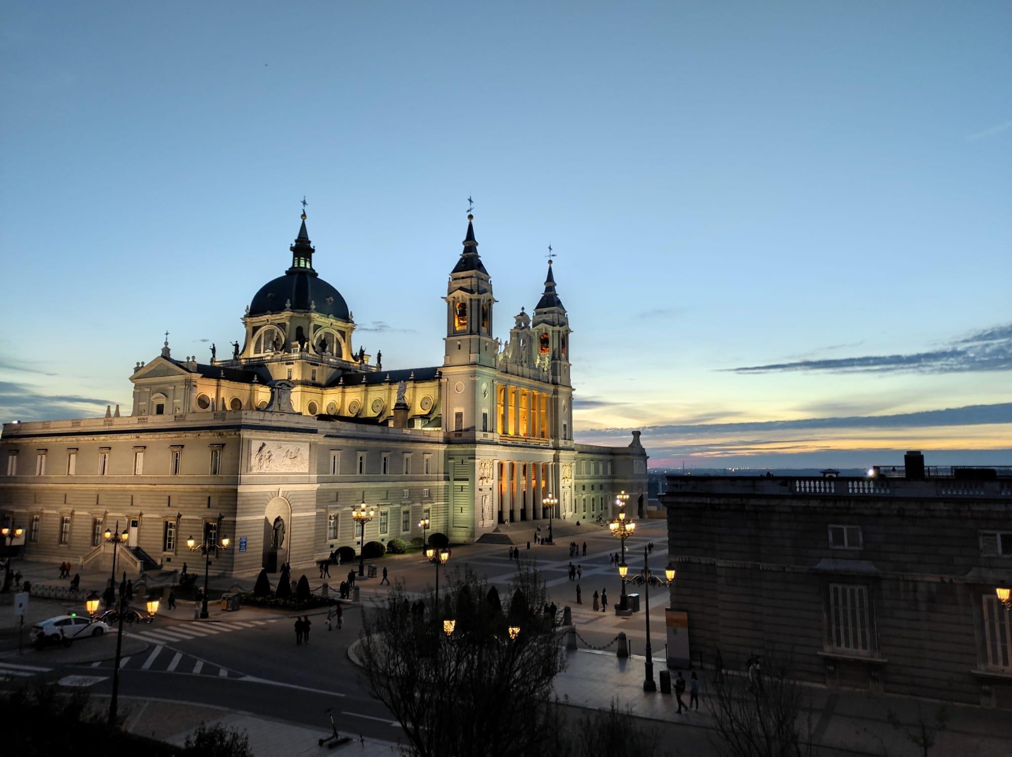 Tour-por-el-Palacio-Real-y-Catedral-de-la-Almudena-1