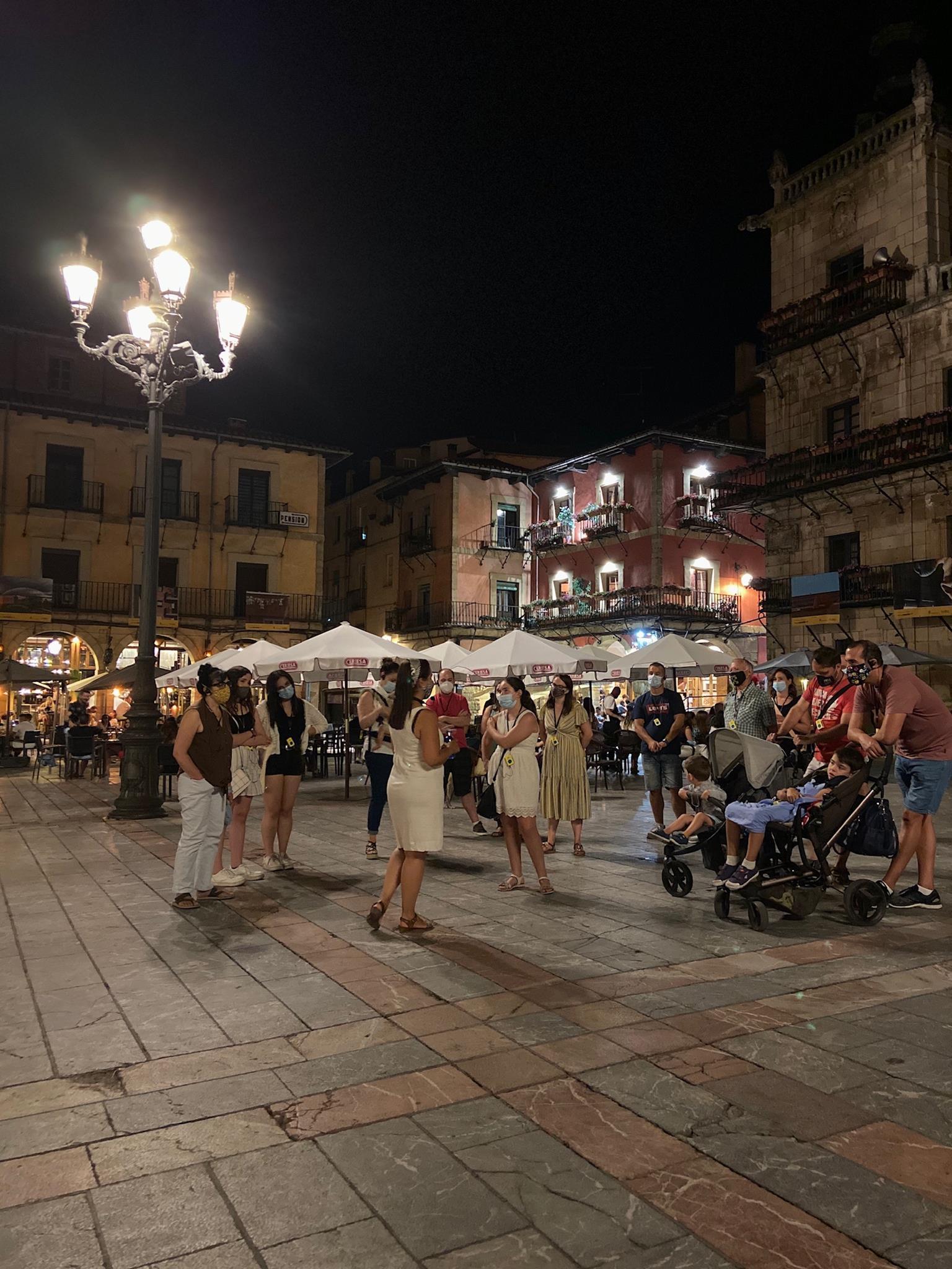Free-Tour-Leon-Magico-por-la-noche-3