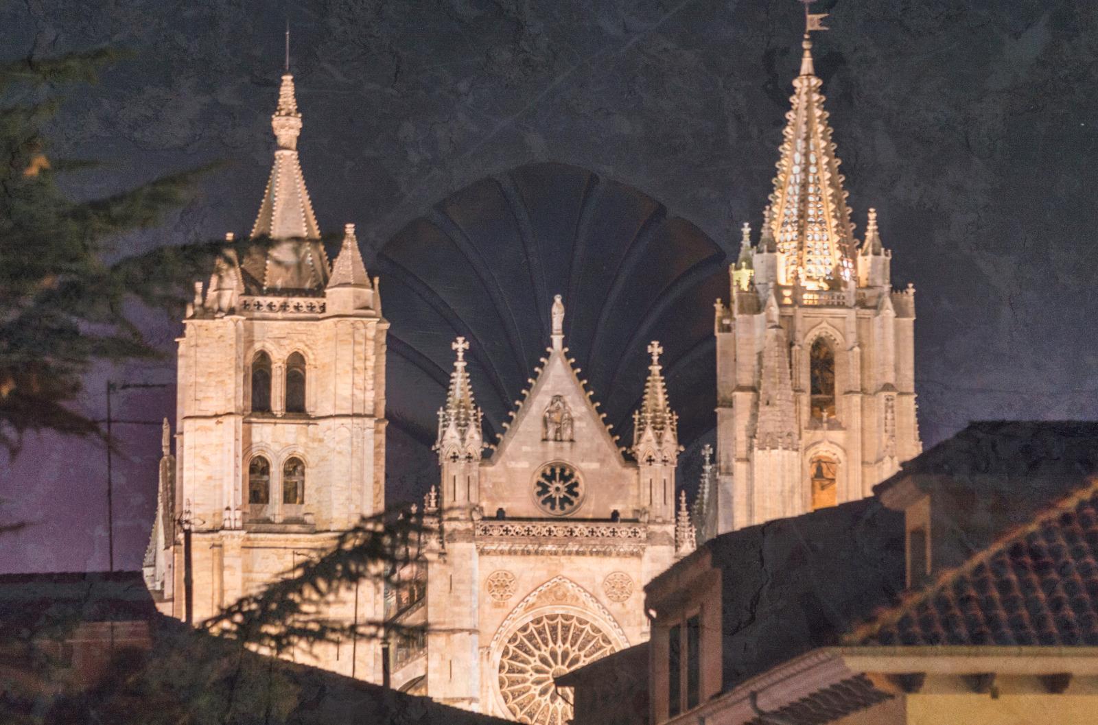 Free-Tour-Leon-Magico-por-la-noche-8