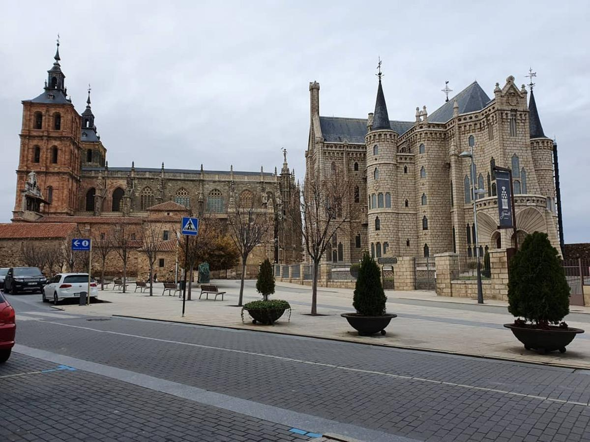 Millennial Astorga: City, Palace and Cathedral