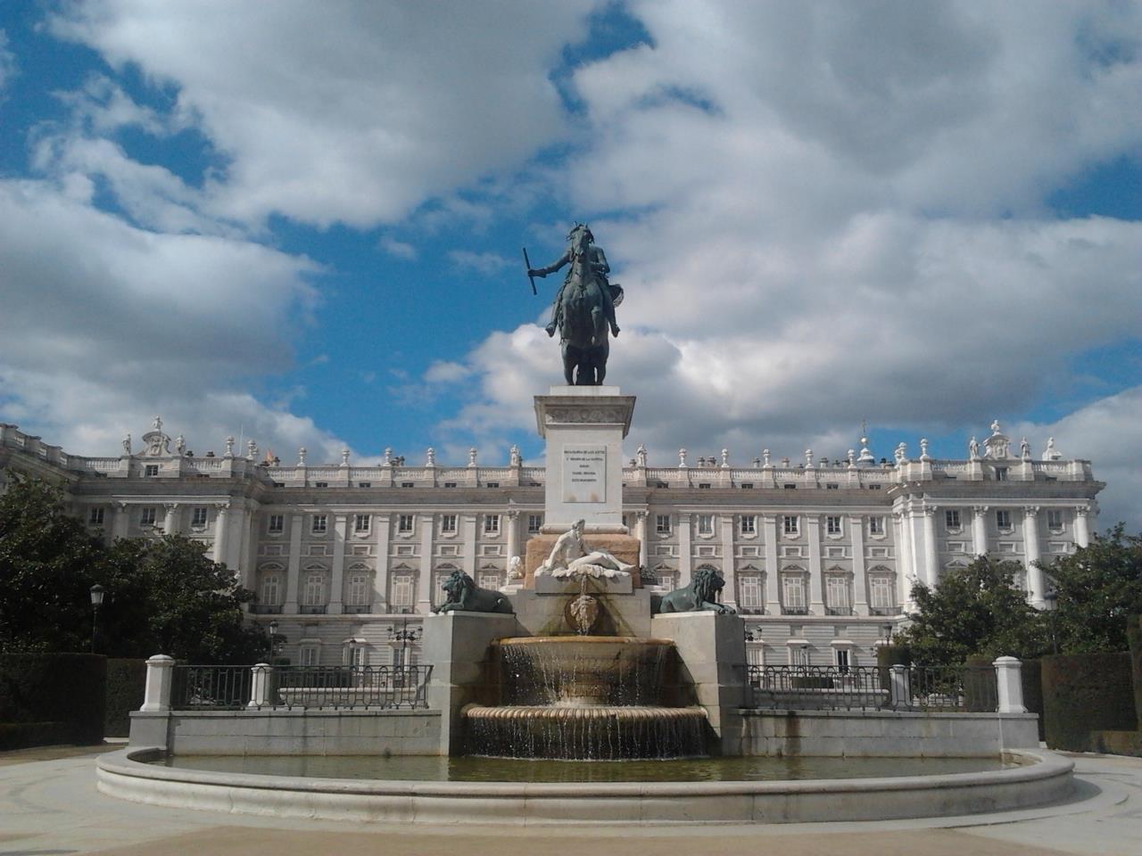 Tour-por-el-Palacio-Real-y-Catedral-de-la-Almudena-2