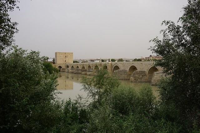 que ver en cordoba puente romano.jpg
