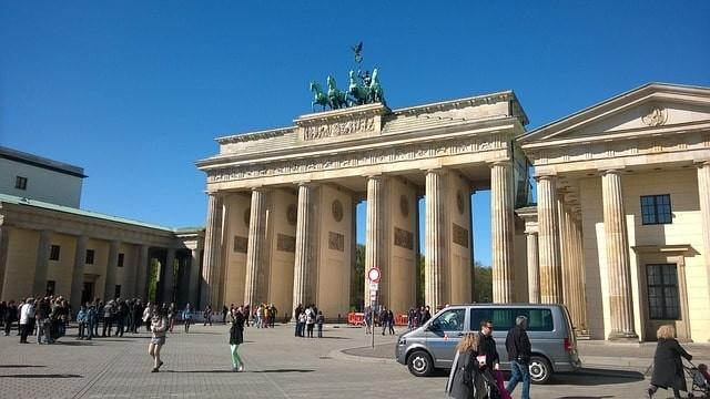 que ver gratis en berlin puerta de branderburgo.jpg
