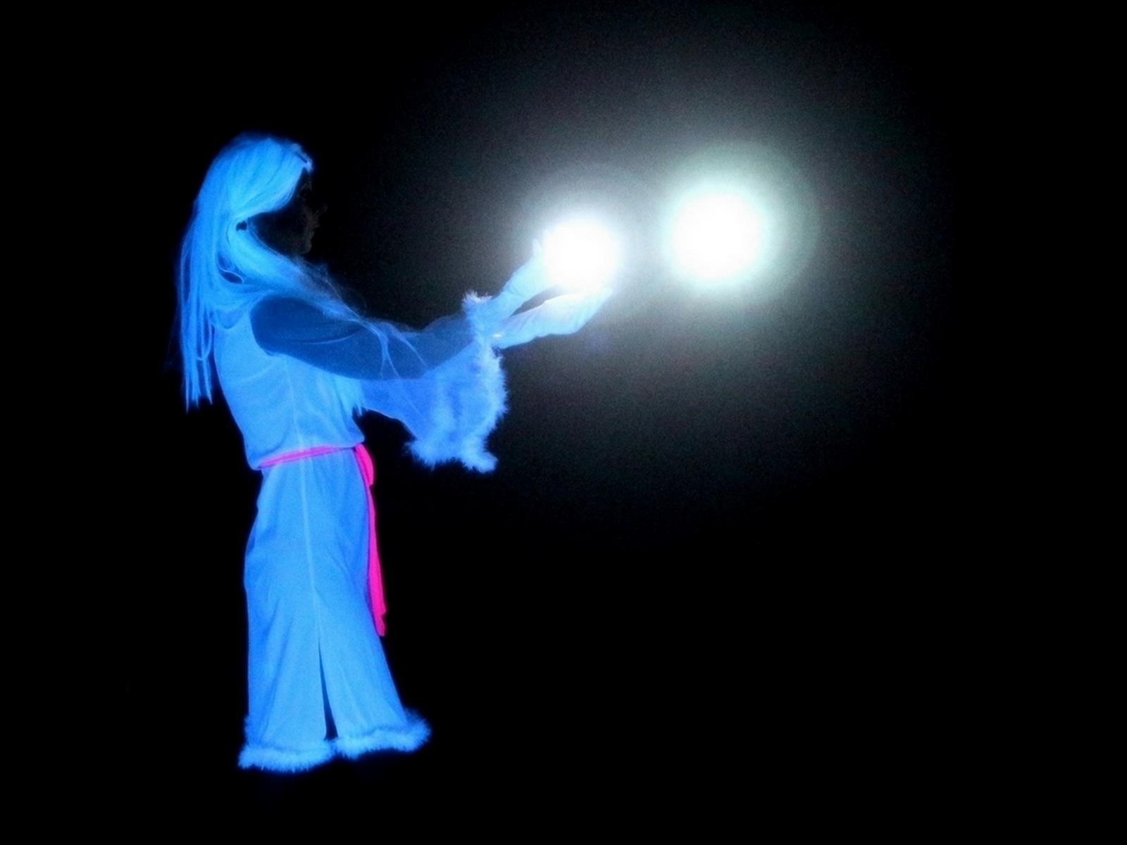 Magic Phantom, espectáculo de teatro de luz negra