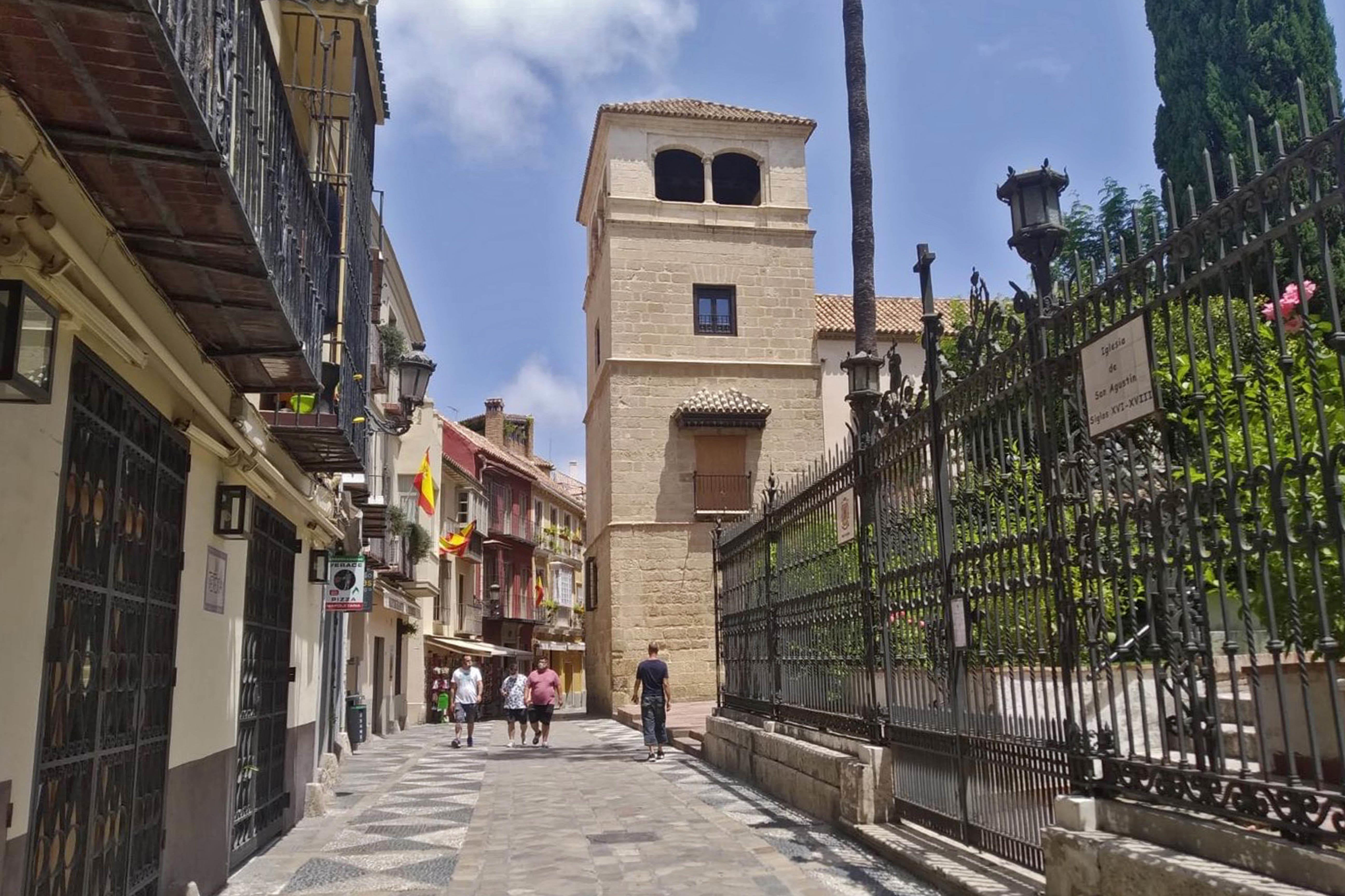 Free-Tour-historic-centre-of-Malaga-at-sunset-3