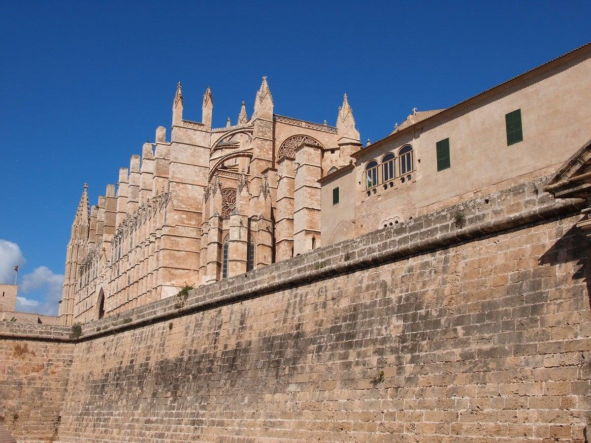 The-walls-of-Palma.-History-and-legends-1