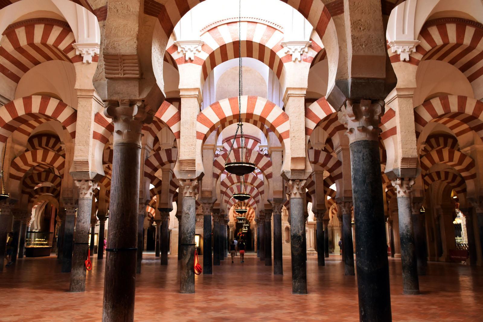 Visita-Guiada-Mezquita,-Juderia-y-Alcazar-1