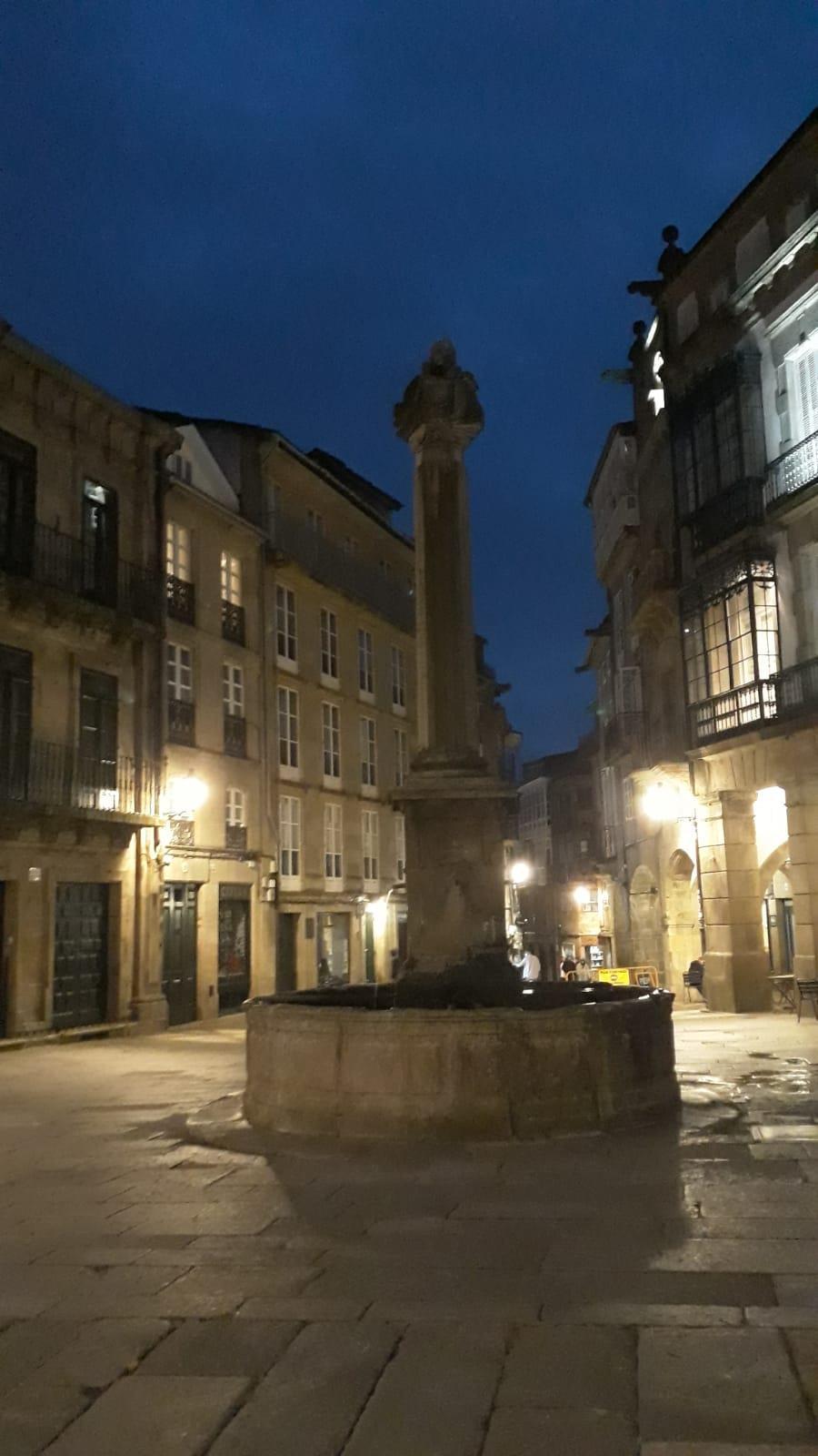 Free-tour-Solo-para-Adultos-Santiago-de-Compostela-1