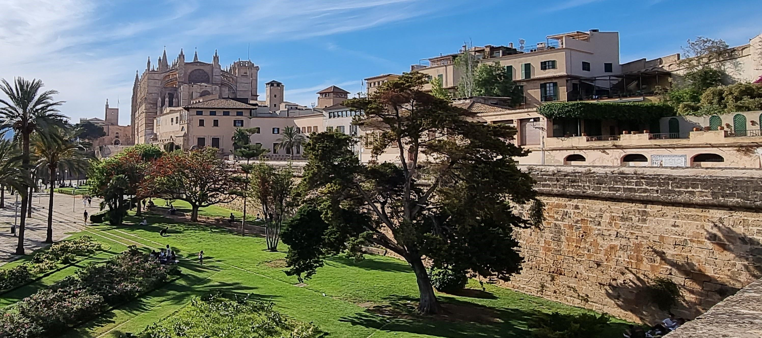 The walls of Palma. History and legends Tour