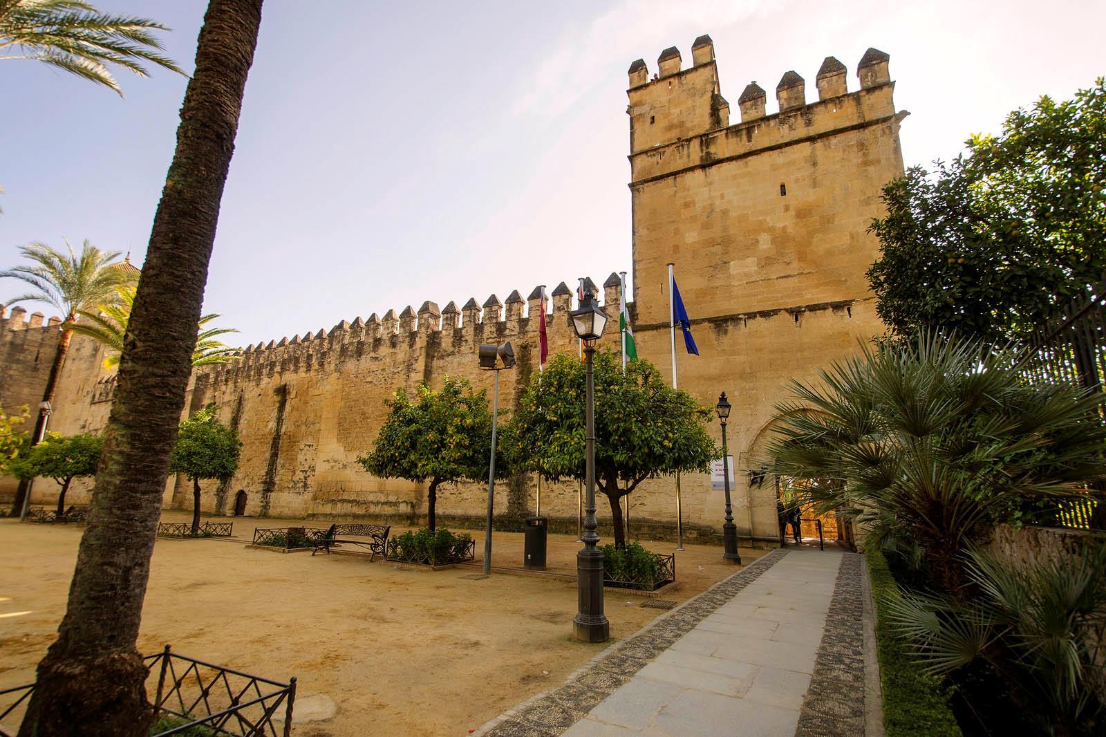 Visita-Guiada-Mezquita,-Juderia-y-Alcazar-3
