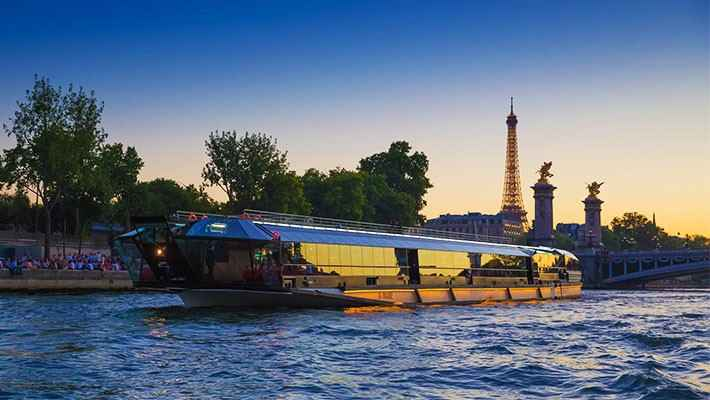 seine-river-cruise-with-lunch-9