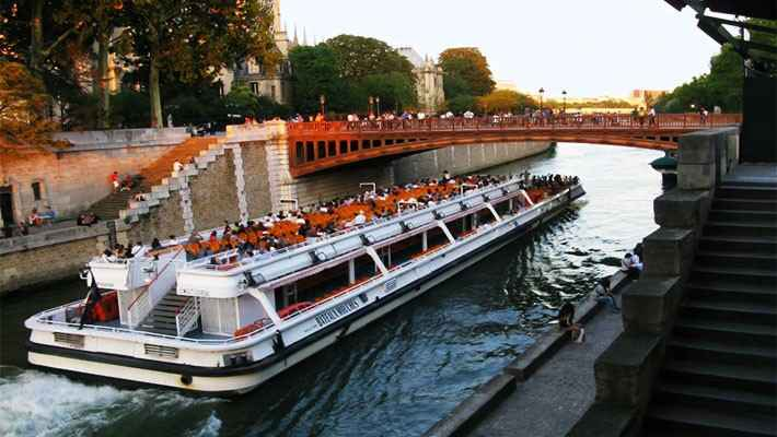 seine-river-cruise-with-lunch-7