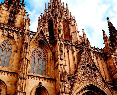 que-ver-en-barcelona-gotico.jpg-min.png