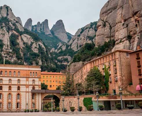 que-ver-en-barcelona-monasterio.jpg